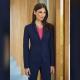 Giacca da divisa donna elegante, due bottoni, vestibilità slim fit, completo con pantalone, colore blu, tessuto lana poliestere lycra, trattamento antimacchia