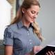 Camicia da divisa donna elegante, maniche corte, chiusura doppio bottone, colore nero e bianco, tessuto cotone poliestere, easy iron