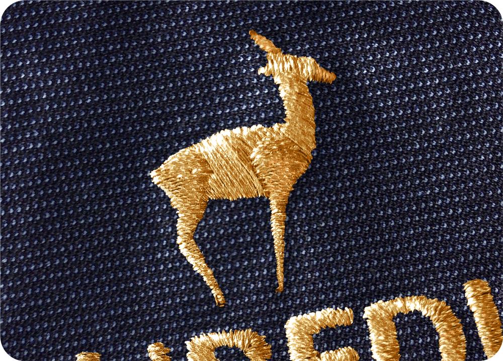 Ricamo a filo metallico color oro su tessuto per divise eleganti da lavoro